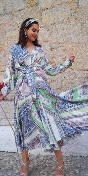 Kimonos y vestidos para novias
